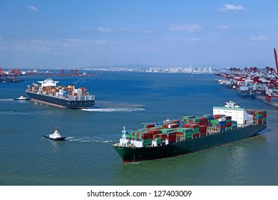 Container ship berthing port