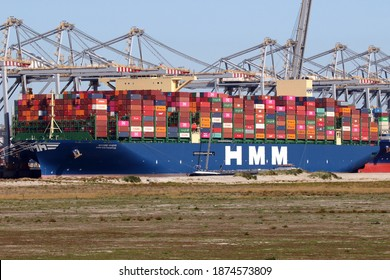 The container ship HMM Southampton will be loaded in the port of Rotterdam on September 18, 2020.