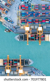 Containerschiff im Import-Export und Business-Logistik, Mit Krane, Handelshafen, Fracht nach Hafen, Internationaler Transport, Business-Logistikkonzept, Luftsicht von Drohne