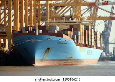 The container ship Maersk Karlskrona will be unloaded on 3 October 2015 in the port of Bremerhaven.