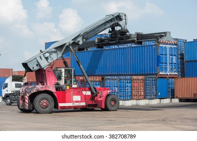 Container truck lifting container 40FT.