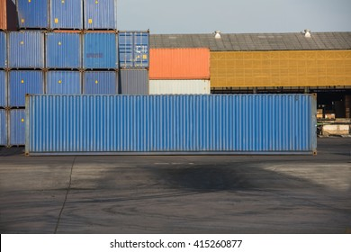 The containers 40FT