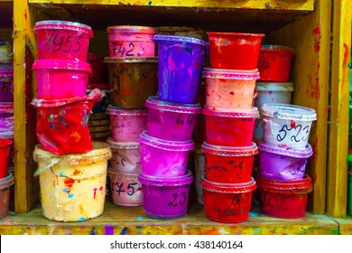 Containers with different paints for the press