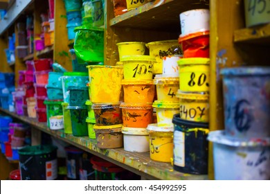 Containers with paint on manufacture (drawing serigraphy)