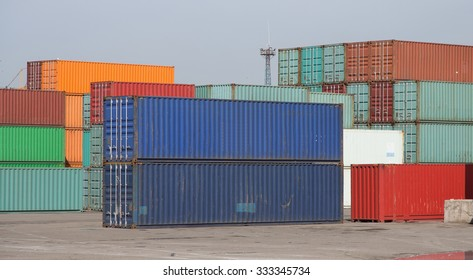 Containers waiting to transfer in a port