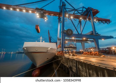 Containerterminal in Hamburg, Germany
