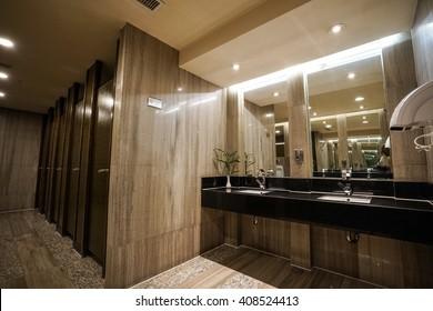 Contemporary Interior Public Toilet Stockfoto (Jetzt bearbeiten ...