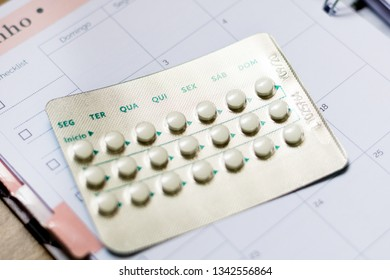 Contraceptive oral pill on schedule. Days of the week in Portuguese. Brazil.