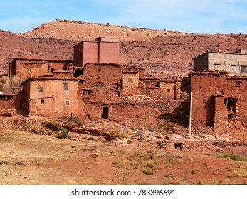 The contrast of the ancient moroccan town consisting of the clay made adobe kasbahs in front of gorgeous brown high Atlas mountains (Gorge du Dades) - Africa, Morocco - 50 shades of braun