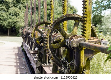 Control Gear wheels for UK canal
