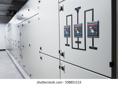 Control room for DC Circuit Breaker of electrical energy in a factory