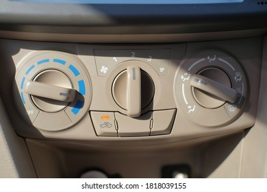 Control the temperature and speed of the car Air Conditioning fan which is located on the dashboard to make it easier for drivers to reach it
