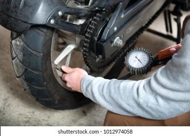 a control of the tire pressure of the motorcycle