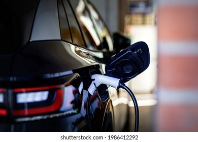 Convenient charging at home a wallbox for electric car makes it possible. Wallbox is the safest, fastest and most convenient charging option at home, a charging station with high performance decide