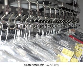 Conveyor belt dry cleaner