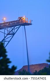 Conveyor belt and stockpile