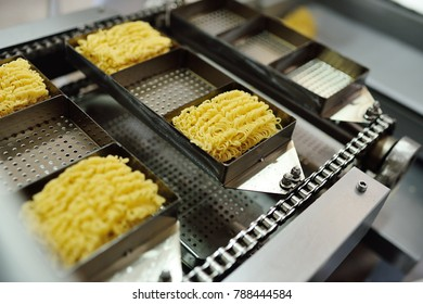 Conveyor line for food production of instant noodles