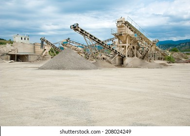 conveyor at the reprocessing plant of stones in career