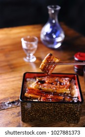 Cook dishes filled with eel with sauce, baked box type, UNAJU
