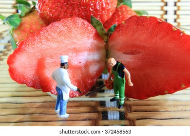 cook let sawing guy to cut his strawberry.
