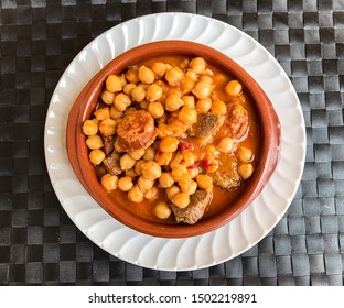 cooked chickpeas with pork and sausages