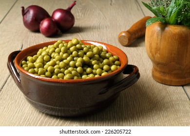 cooked peas in ceramic bowl