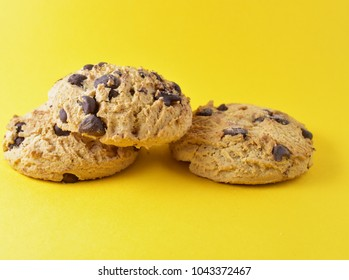 cookies with chocolate crumbs