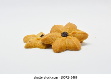 The cookies as coffee flavor like flower top with a rasins