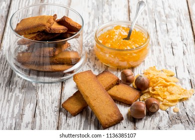 cookies with hazelnut and marmalade