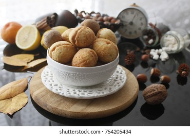 """Cookies """"nuts"""" with condensed milk and nuts."""