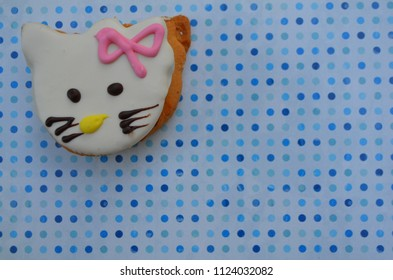 cookies shaped a kitten under the white glaze