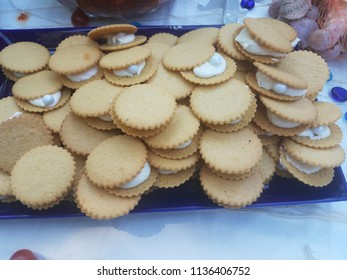 cookies with white cream in the middle