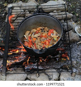 Cooking in field conditions on an open fire in a pot