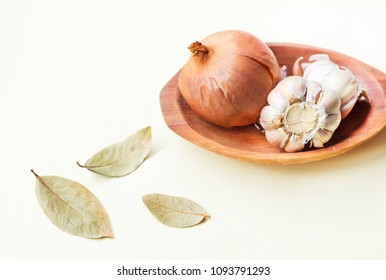 Cooking food preparation with onion, garlic and bay leaves