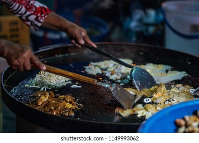 Cooking  Padthai (stired - fired noodles) with seafood at Phangan Street Walking market, Suratthani, Thailand.