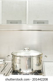 Cooking pot with light and absorber