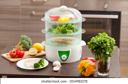 Cooking in the steamer. Healthy food for children and diet. The recipes in the steamer.