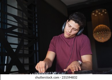 Dj Scratching Stock Images Royalty Free Images Amp Vectors