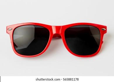 Coole Sonnenbrille einzeln auf weißem Hintergrund, Draufsicht.