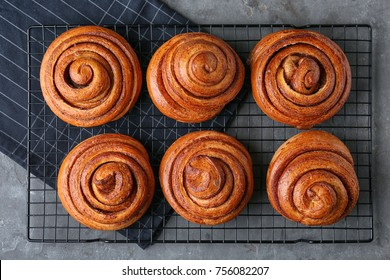 Cooling rack with sweet cinnamon rolls on table