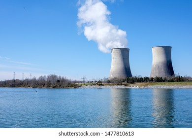 Cooling towers, Watts Bar Nuclear Plant, Tennessee River, Rhea County, Tennessee, USA
