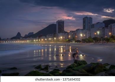 Copacabana beach at sunset, Rio de Janeiro, Brasil, Praia Copacabana