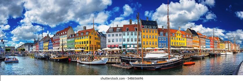 579d3bd9 COPENHAGEN, DENMARK - 26 JUNE, 2016: Colorful houses at Nyhavn, Copenhagen,