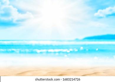 Kopiere den unscharfen tropischen Strand mit Bokeh-Sonnenstrahlung auf blauem Himmel und abstraktem weißem Wolkenhintergrund. Sommerurlaub im Freien und Reisen Urlaub Abenteuer Konzept. Vintage-Tonfiltereffekt