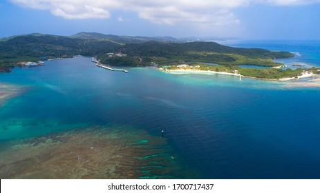 Coral Reef Turquoise Ocean in Rotan Honduras Islas de la Bahia