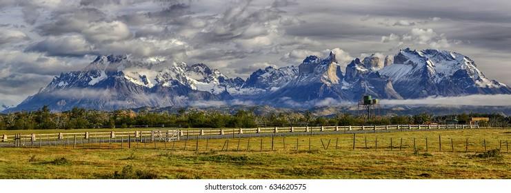 Cordillera del Paine in morning light - Torres del Paine N.P. (Patagonia, Chile)