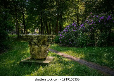 """Corinthian capital from the old Berlin Cathedral at the """"Joseph Brix und Felix Genzmer"""" park in Berlin-Frohnau"""