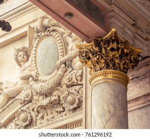 Corinthian column capital featuring acanthus leaves