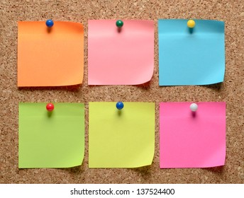 The cork board with blank notes