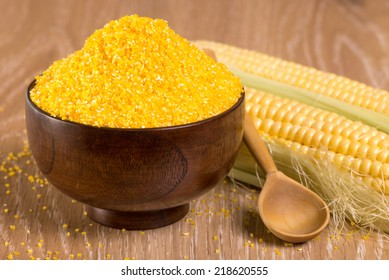 corn grits in a wooden bowl and cobs